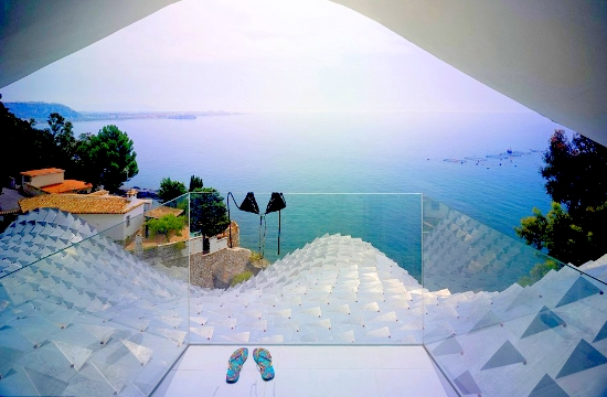 Tornos News Futuristic House On A Cliff Offers Stunning