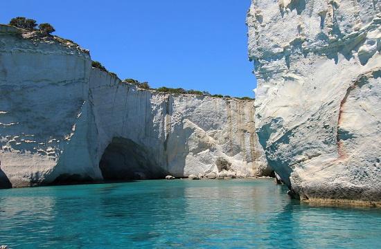 Αυτά είναι τα Θαλασσινά Μετέωρα της Ελλάδας, εκεί όπου έστηναν καρτέρι οι πειρατές