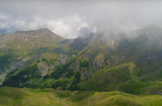 Οι άγριοι και απρόσιτοι καταρράκτες του Γράμμου σχεδόν στα 2.500 μέτρα
