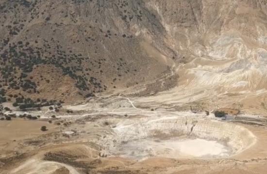 Πώς θα έμοιαζε να περπατάς στον κρατήρα ενός ελληνικού ηφαιστείου