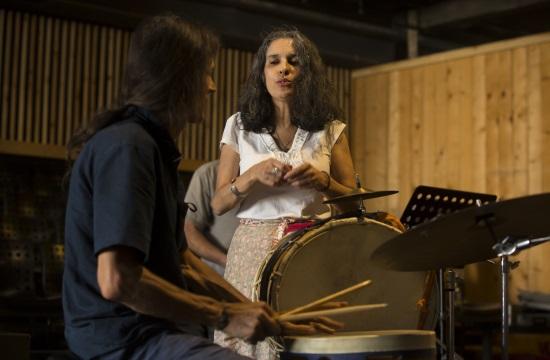 Η Σαβίνα Γιαννάτου και οι Primavera en Salonico στο Μικρό Θέατρο Αρχαίας Επιδαύρου