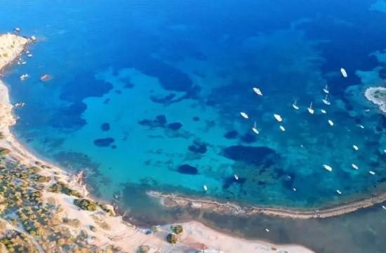 Τέσσερις παραλίες της Αττικής με γαλαζοπράσινα νερά