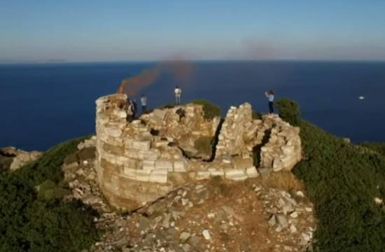 Το ελληνικό νησί με τους 76 πύργους και η επικοινωνία με… καπνό