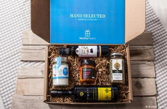 Ένα κουτί γεμάτο ελληνικά προϊόντα στα σπίτια των Ευρωπαίων