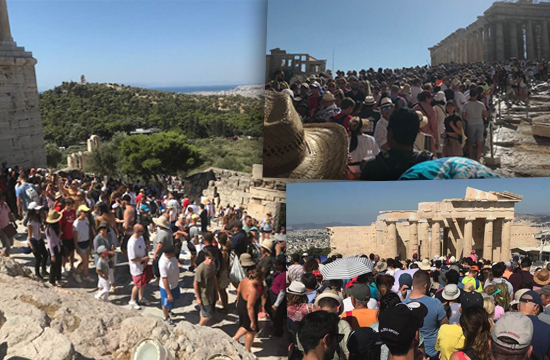 Το αδιαχώρητο την Πέμπτη στο χώρο της Ακρόπολης- αναγκαία η καλύτερη ροή επισκεπτών στον Ιερό Βράχο