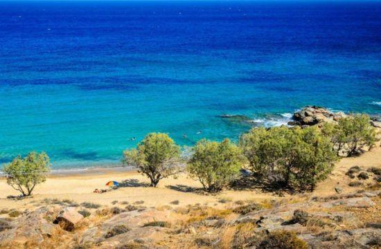 Το ελληνικό νησί με τις 72 παραλίες χωρίς ξαπλώστρες
