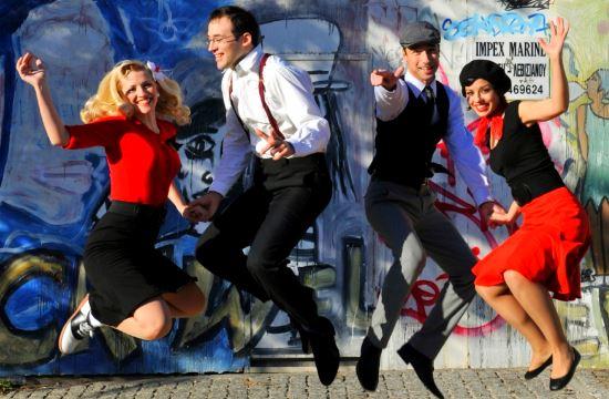 Οι Athens Lindy Hop χορεύουν στο Ελ. Βενιζέλος