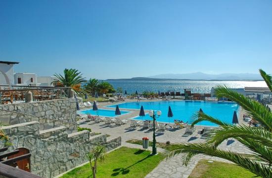 Στον Όμιλο Χνάρη το ξενοδοχείο Porto Paros