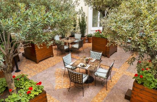 """Ο """"μυστικός κήπος"""" του ξενοδοχείου Μ.Βρετανία- THE ATRIUM of Alexander's Lounge"""