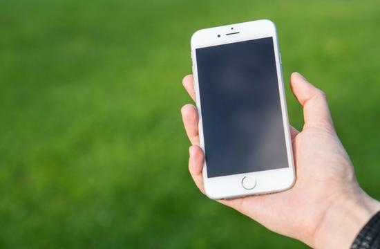 Το 60% των χρηστών ενημερώνεται μέσω smartphone για προσφορές