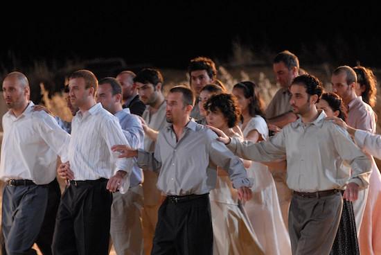 Ένα νοητό ταξίδι στην Επίδαυρο: Διαδικτυακή προβολή της παράστασης «Αντιγόνη» του 2007, σε σκηνοθεσία Λ. Βογιατζή