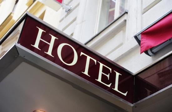 Κατεδάφιση ξενοδοχείου στην Κόρινθο