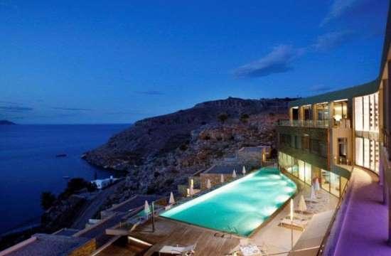 "Telegraph: 3 ελληνικά ξενοδοχεία στα ""must"" για διακοπές παραλίας στην Ευρώπη"