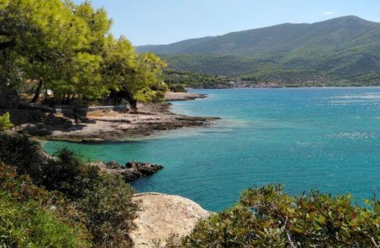 Τέσσερις παραλίες που απέχουν μια ώρα από την Αθήνα