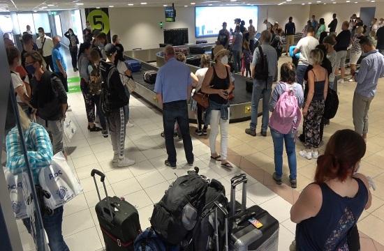 Ο κ.Θεοχάρης σε 4 αεροδρόμια: Η εφετινή χρονιά εφαλτήριο για το μέλλον
