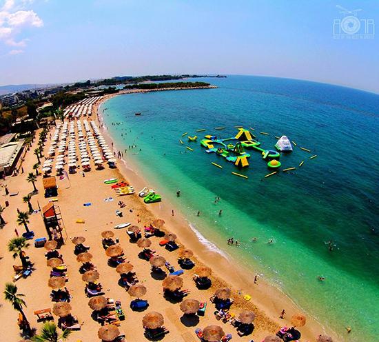 Το Bolivar Beach Bar συστήνει στους τουρίστες το ελληνικό καλοκαίρι