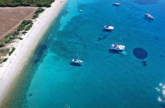 Η άγνωστη παραλία με τα εξωτικά νερά