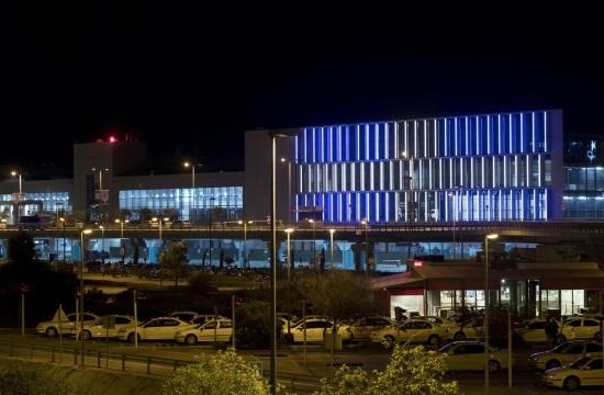 25η Μαρτίου: Τα ελληνικά χρώματα φωτίζουν το αεροδρόμιο της Αθήνας