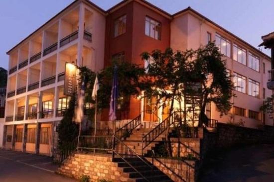 Διαγωνισμός για την εκμίσθωση του ξενοδοχείου Πάρνων