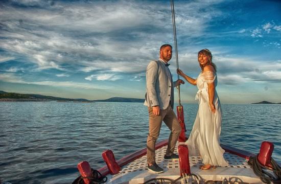 Γάμοι εν πλω στην Αλόννησο με το δικό τους «Πλοίο της Αγάπης!»