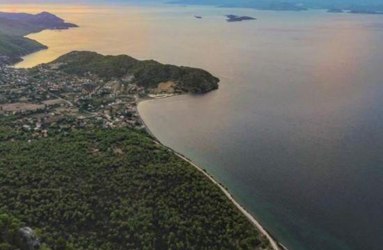 Η άγνωστη παραλία με τον λίγο κόσμο μία ώρα μακριά από την Αθήνα
