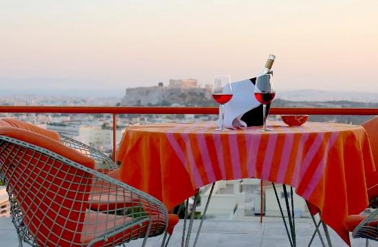 5.000 σπίτια νοικιάζονται αυτό το μήνα στην Αθήνα μέσω Airbnb - δείτε πόσα αποδίδει ένα δωμάτιο