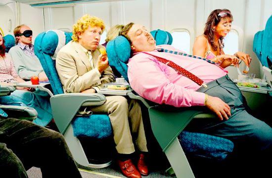 HSBC: Πόσα ξοδεύουν οι Αμερικανοί κατά την πτήση τους- ποιες είναι οι αντιπαθητικές συμπεριφορές
