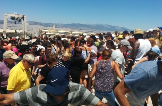 Εξαρθρώθηκε εγκληματική ομάδα που λήστευε τουρίστες στην Ακρόπολη