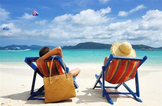 Έρευνα: Διακοπές και εργασία για το 62% των Αμερικανών