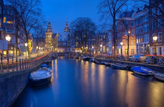 Το Άμστερνταμ μάχεται τον υπερτουρισμό με εικονικούς γάμους μεταξύ κατοίκων και επισκεπτών