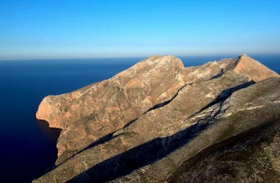 Αυτό είναι το Γιβραλτάρ του Αιγαίου που βλέπεις τον ήλιο να βγαίνει από τη θάλασσα