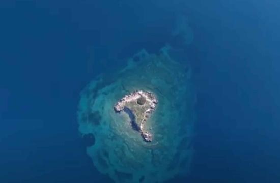 Το άγνωστο ελληνικό νησάκι που το αποκαλούν και «καπέλο του Βενιζέλου»