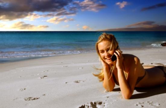 """Πώς οι """"ψηφιακοί ταξιδιώτες"""" χρησιμοποιούν την τεχνολογία στις διακοπές"""