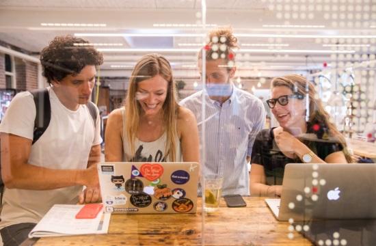 Η Booking.com βραβεύει τις γυναίκες, που εισάγουν τεχνολογικές καινοτομίες