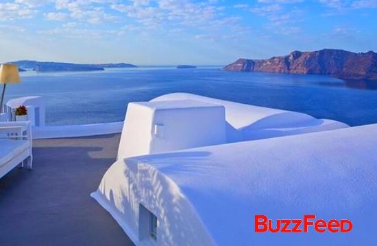 "BuzzFeed: Η Σαντορίνη στους 21 ""εξωπραγματικούς"" προορισμούς στον κόσμο"