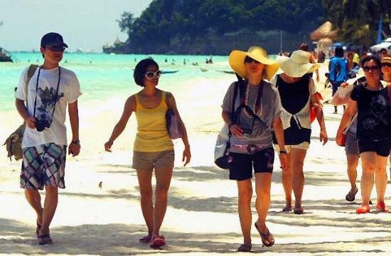 TUI: Η νέα γενιά των Κινέζων τουριστών θέλει ήλιο και θάλασσα