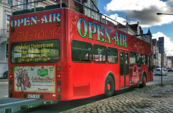 """Κέρκυρα: """"Χάος"""" με τα τουριστικά λεωφορεία ανοικτού τύπου - Τι ζητούν οι ιδιοκτήτες"""