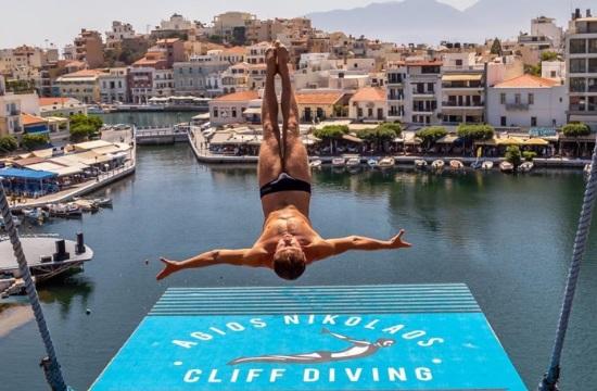 Με φλεγόμενη βουτιά έκλεισε το Agios Nikolaos Cliff Diving 2018
