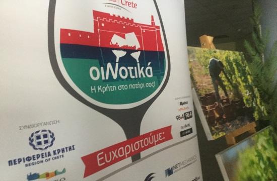 Χιλιάδες κόσμου στην έκθεση των οινοποιών της Κρήτης