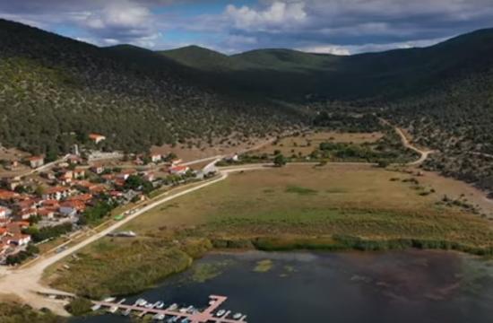Ψαράδες: Το γαλήνιο χωριό της λίμνης που θα σε μαγέψει