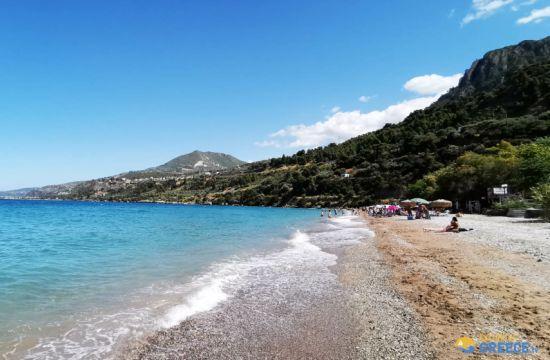Ιδανική παραλία για μονοήμερη εκδρομή και βουτιές σε καθαρά νερά