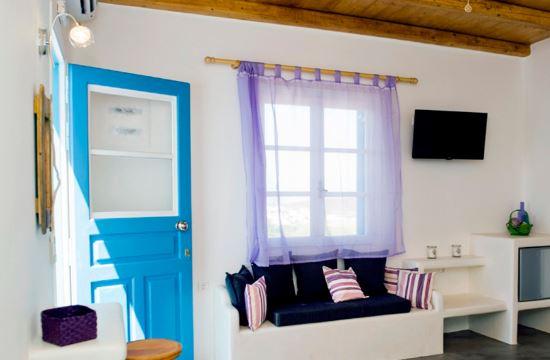 Eiriana Suites: Το νέο, κυκλαδίτικο ξενοδοχείο της Μήλου που… δοκιμάζει τα χρώματα