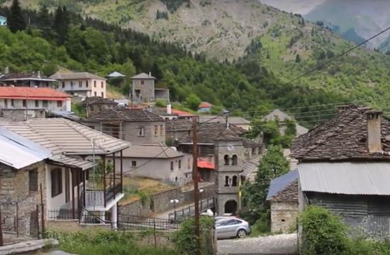Το ελληνικό χωριό που νομίζεις ότι ακουμπά στον ουρανό
