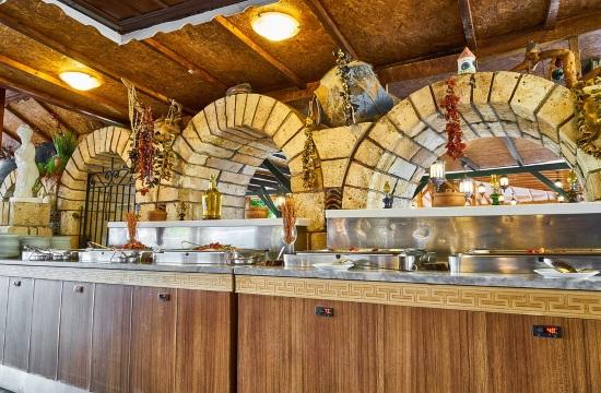 Κορωνοϊός: Ανοιχτά εστιατόρια σε κλειστά ξενοδοχεία για φαγητό σε πακέτο και delivery