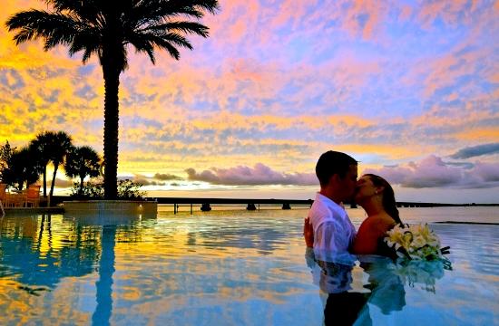 Λαμπερές σουίτες για το γαμήλιο ταξίδι των ονείρων σας - αυτές είναι οι καλύτερες