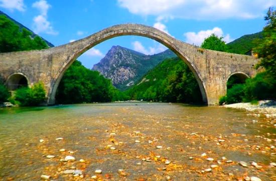 4,75 εκατ. ευρώ για την αναστήλωση του γεφυριού της Πλάκας