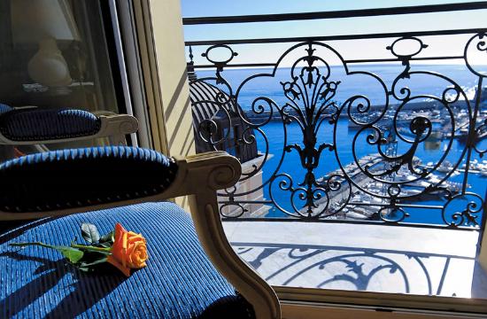 Ιφιγένεια τα ξενοδοχεία για να εξευμενισθεί η τρόικα - Αυξάνεται ο ΦΠΑ διαμονής