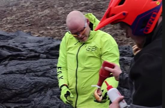 «Γαστρονομικός» τουρισμός στο ηφαίστειο της Ισλανδίας…