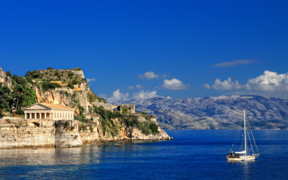 Ομοσπονδία Τουριστικών Καταλυμάτων Κέρκυρας: Άδικα τα μέτρα, εξαιρέθηκε η Αττική και περιελήφθησαν οι προβεβλημένες τουριστικές περιοχές