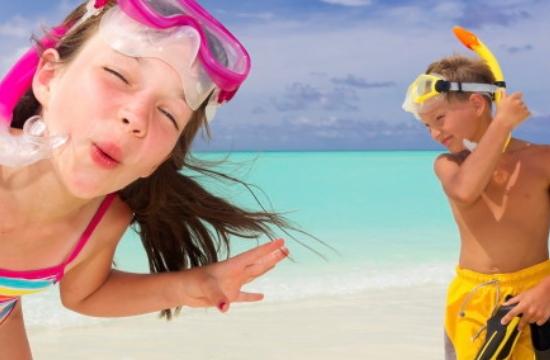Booking: Την Ελλάδα ψηφίζουν για διακοπές παιδιά από όλο τον κόσμο - σε τι δίνουν έμφαση